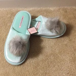 NWT Victoria Secret Green slippers Sz L